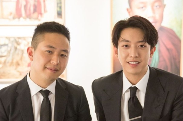 """CNBLUE bassist Lee Jung-shin, right, and his photographer brother Lee Yong-shin at the """"We blew away dandelion puffs"""" photo exhibition in Seoul. Photo: FNC Entertainment"""