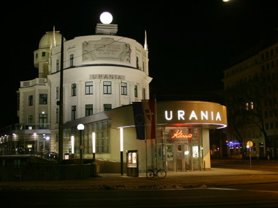 https://i2.wp.com/cdn1.images.touristlink.com/data/cache/UR/AN/IA/AT/NI/G/urania-vienna-at-night_400_300.jpg