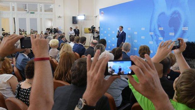 Премьер-министр РФ Д. Медведев встретился с активом партии Единая Россия в Москве. 27 июля 2016