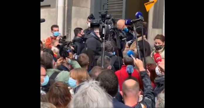 Over 500 Restaurant Owners Rallying in France's Marseille Over New COVID-19 Restrictions – Video