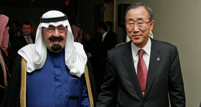 United Nations Secretary-General Ban Ki-moon (R) walks with Saudi Arabia's King Abdullah (L