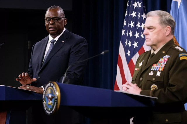 U.S. Defense Secretary Lloyd Austin and Joint Chiefs Chairman U.S. Army General Mark Milley discuss the end of the military mission in Afghanistan during a news conference at the Pentagon in Washington, U.S., September 1, 2021. - Sputnik International, 1920, 09.09.2021