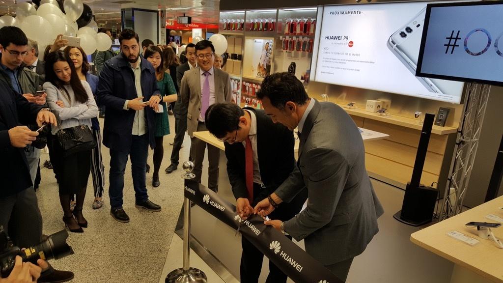 inauguración tienda huawei en el corte inglés