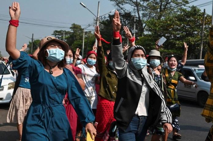 Myanmar'da on binlerce kişi cuntaya meydan okudu - 8