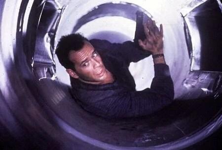 66. yaşına özel unutulmaz Bruce Willis filmleri - 10