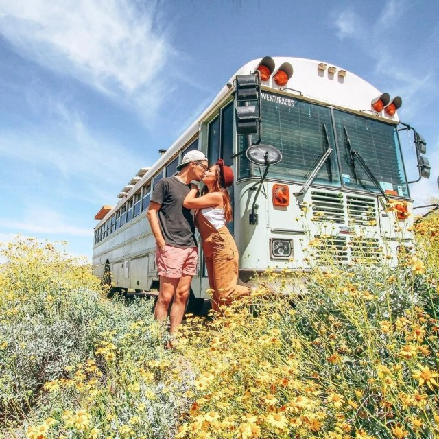 İşlerinden istifa edip karavana çevirdikleri okul servisiyle dünya turuna çıktılar - 20