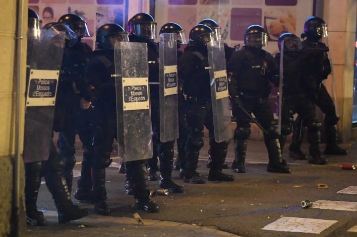 Rapçi Pablo Hasel tutuklandı, binlerce kişi sokaklara döküldü - 11