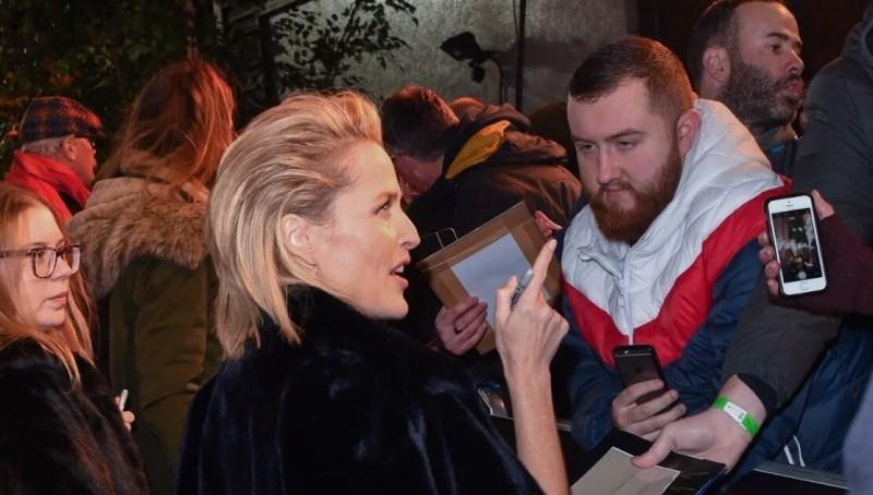 Gillian Anderson hayranlarından korunmak için asistan tuttu