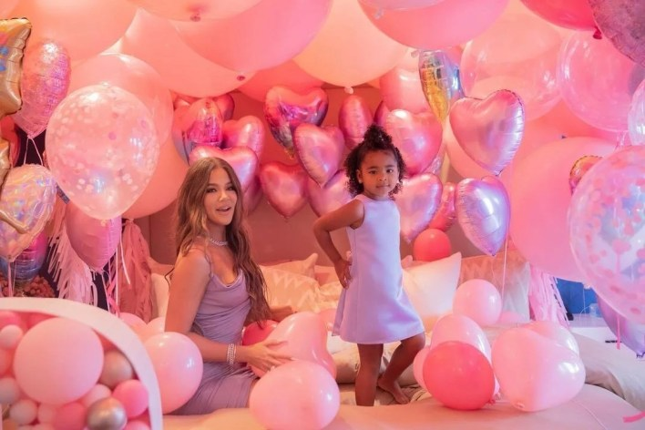 Khloe Kardashian's daughter Doğru is 3 years old - 8