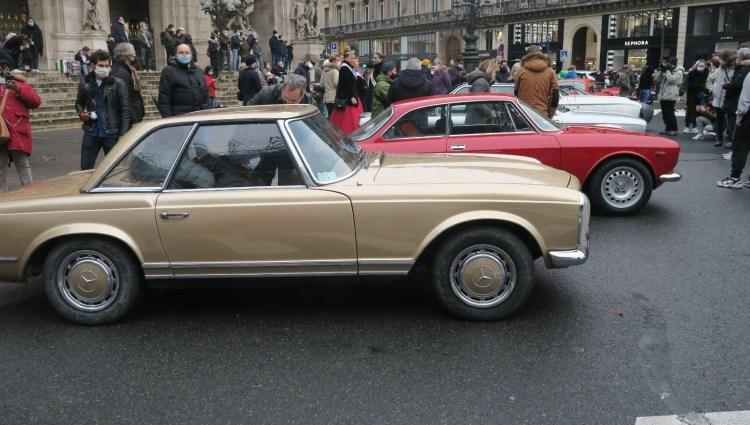 700 klasik araba, geleneksel sokak turuna çıktı