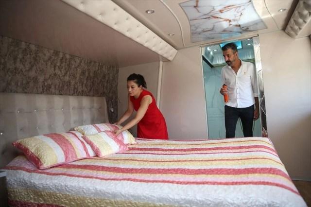 Gezme tutkusuyla hayallerinin peşinden gitti: Otobüsü lüks karavana dönüştürdü - 7