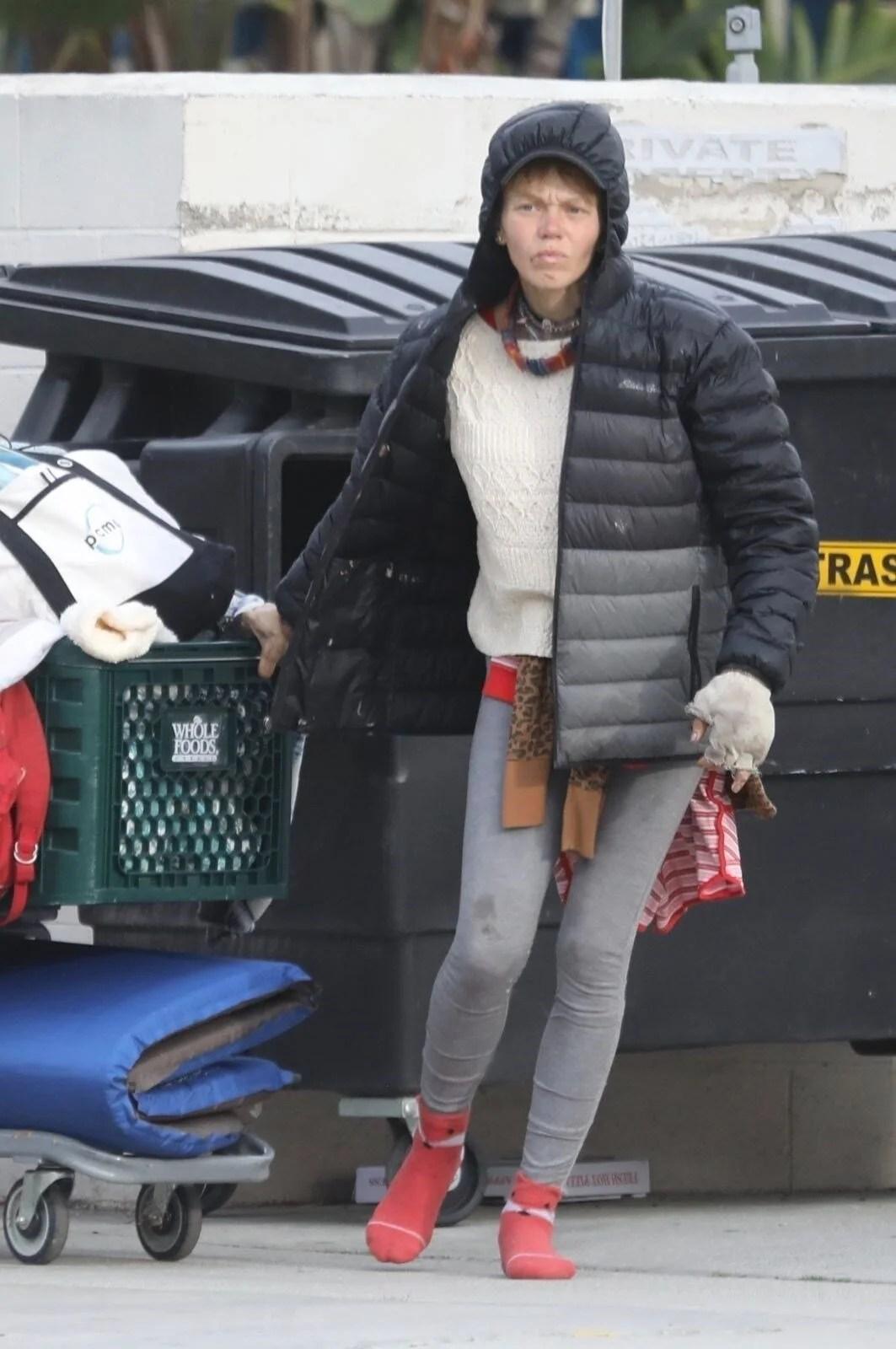 Loni Willison yine çöpleri karıştırırken görüntülendi - 9