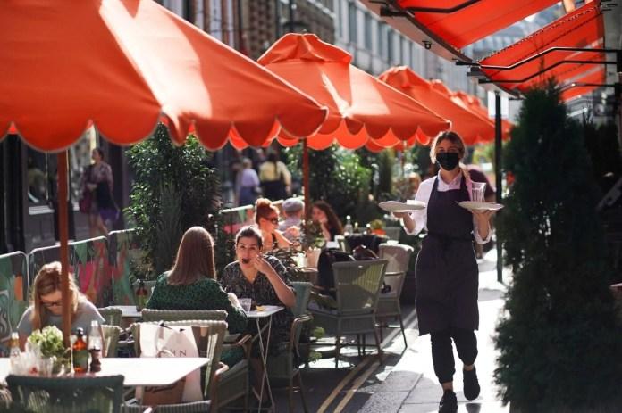 İngiltere'de ek virüs tedbirleri: Bar ve restoranlara saat kısıtlaması - 2