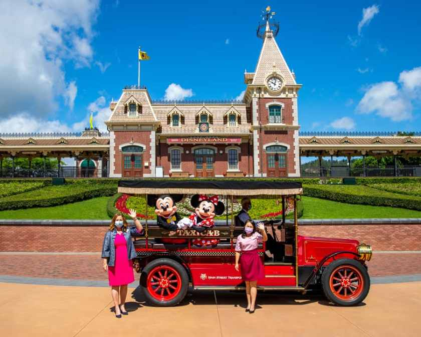 Stephanie Young y embajadora de Disneyland Resort en Hong Kong