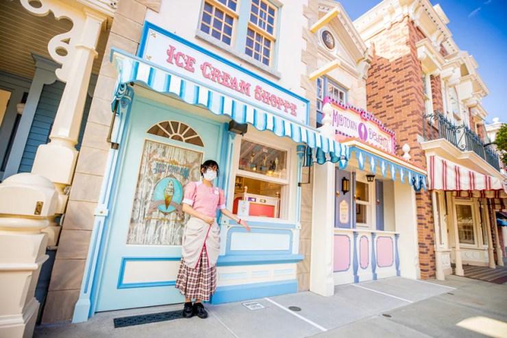 Social distancing guidelines at Hong Kong Disneyland