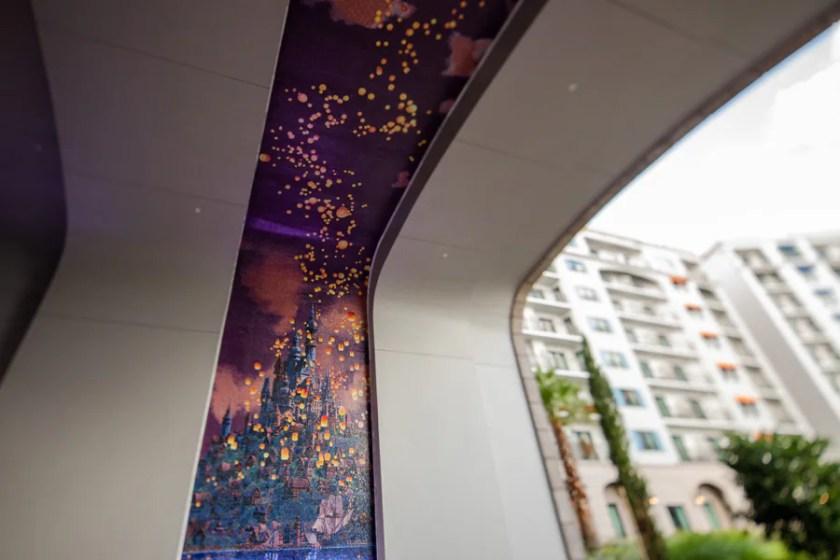 """Mural de mosaico inspirado en """"enredado"""""""