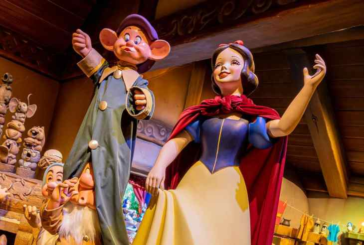 Snow White and Dopey - Snow White's Enchanted Wish at Disneyland Park