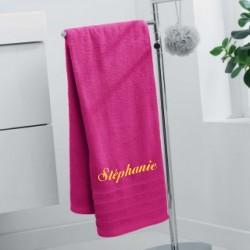 serviette de bain personnalisee 70 x 140 cm fuchsia