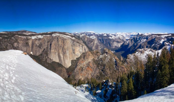 Looking at the Yosemite Valley from Dewey Point