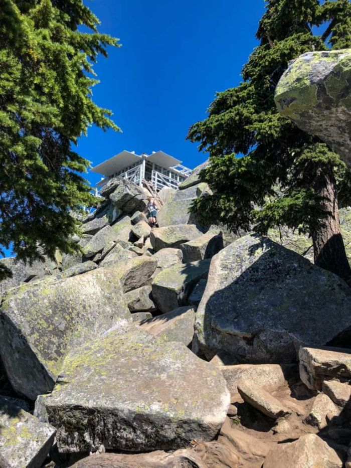 The final scramble to the Mt Pilchuck lookout requires hands and feet.