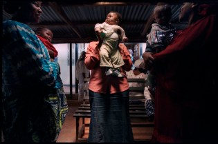 Nigeria - HIV prevalence rates already exceed 5 percent among Nigerian women attending prenatal clinics. ©Dominic Chavez