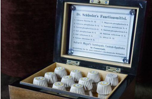 Alternativmedizinische Rarität: Kiste mit elf Schüssler-Salzen aus dem Jahr 1923. Foto: Wikipedia/DeepSilent63 CC-BY-SA 4.0