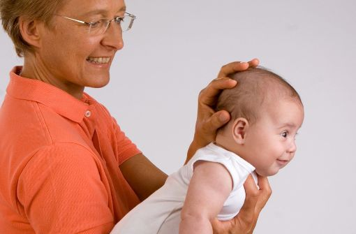Die osteopathische Medizin, die für jedes Alter, auch für Säuglinge geeignet ist, behandelt keine Krankheiten im eigentlichen Sinne, sondern deren Ursachen. Foto: dpa