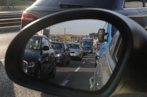 Der tägliche Stau-Level in Stuttgart liegt nach dem TomTom Verkehrs-Index 2014 bei 32 Prozent – am Abend bei 65 Prozent. Foto: dpa