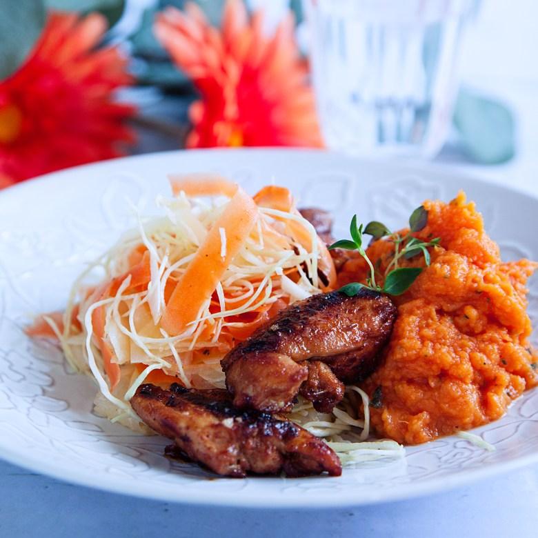 Fredrik Jonssons kycklingfilé med grillkrydda och sötpotatismos - Recept - Tasteline.com