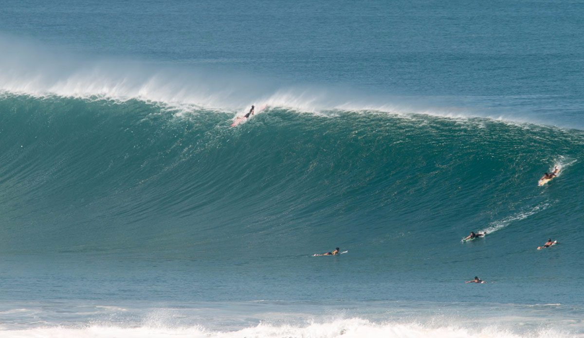 XXL Puerto Freesurf Mexican Pipeline Lights Up Before