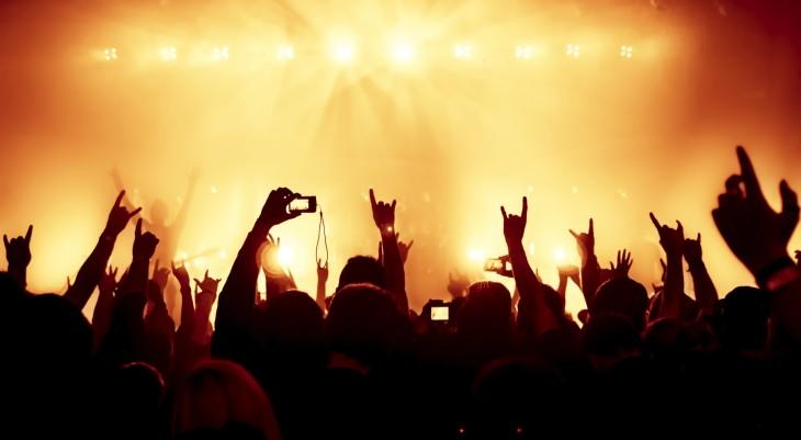 concert width=