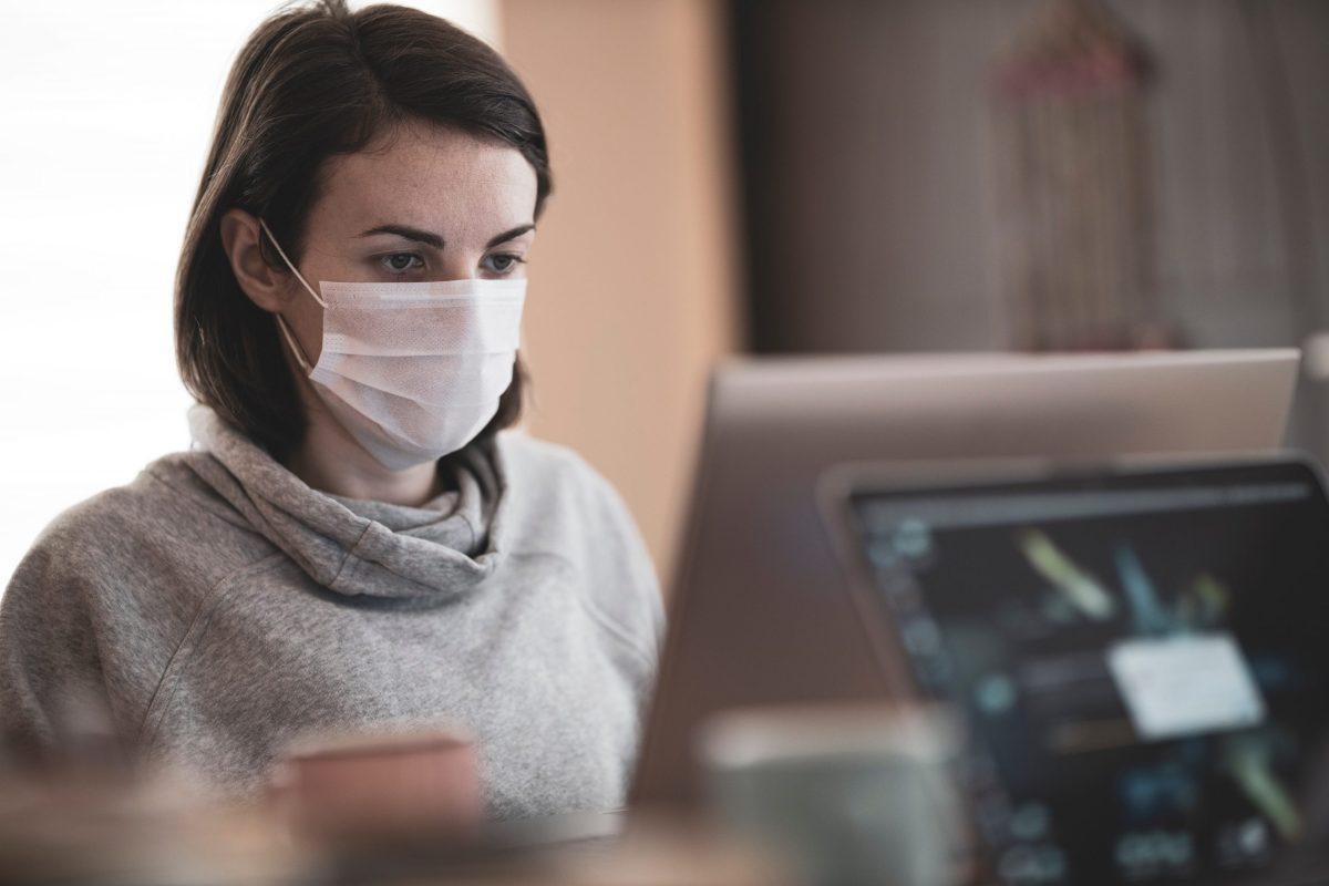 Una lavoratrice in smartworking
