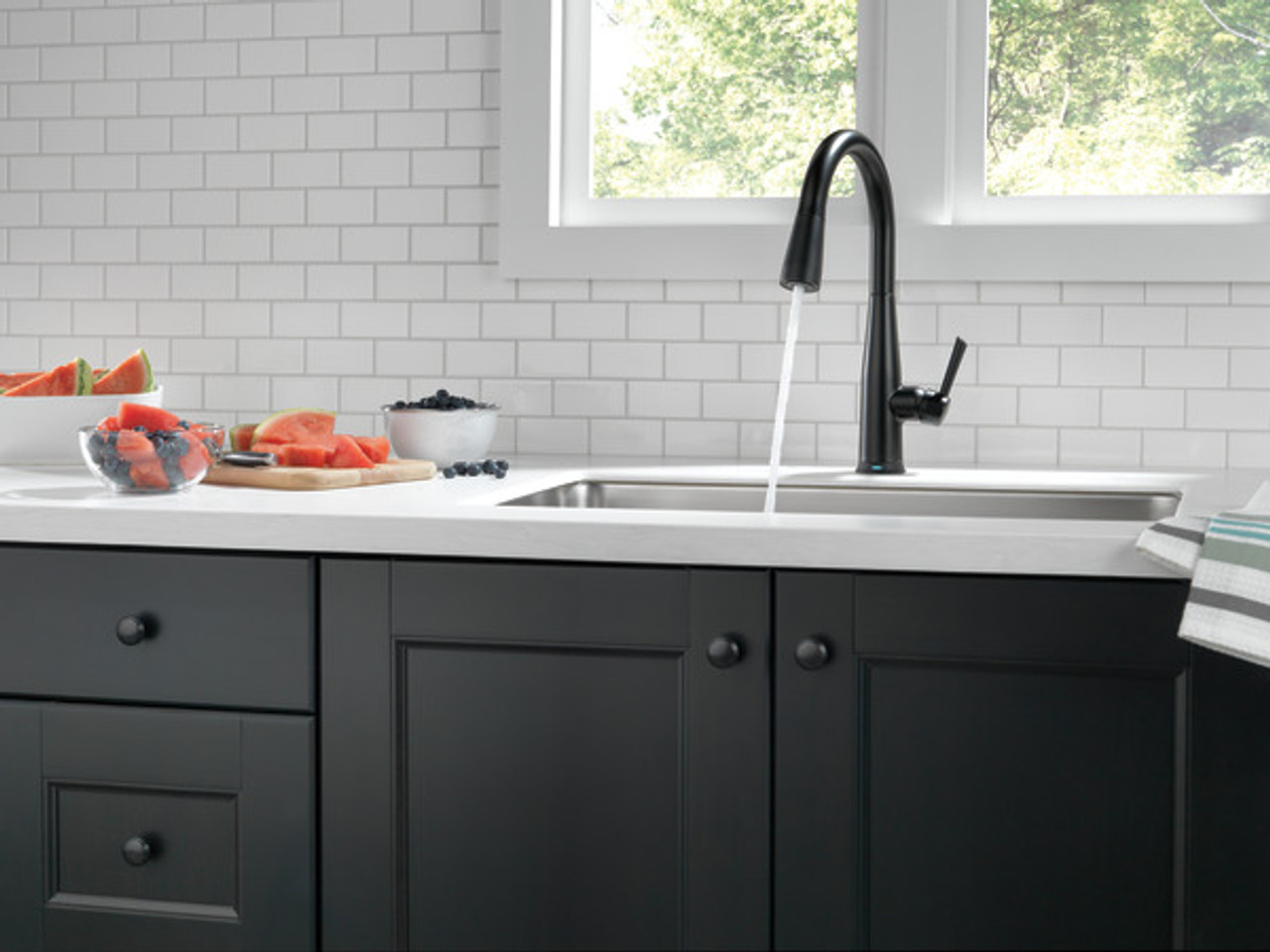 delta essa single handle pull down kitchen faucet with touch2o technology matte black