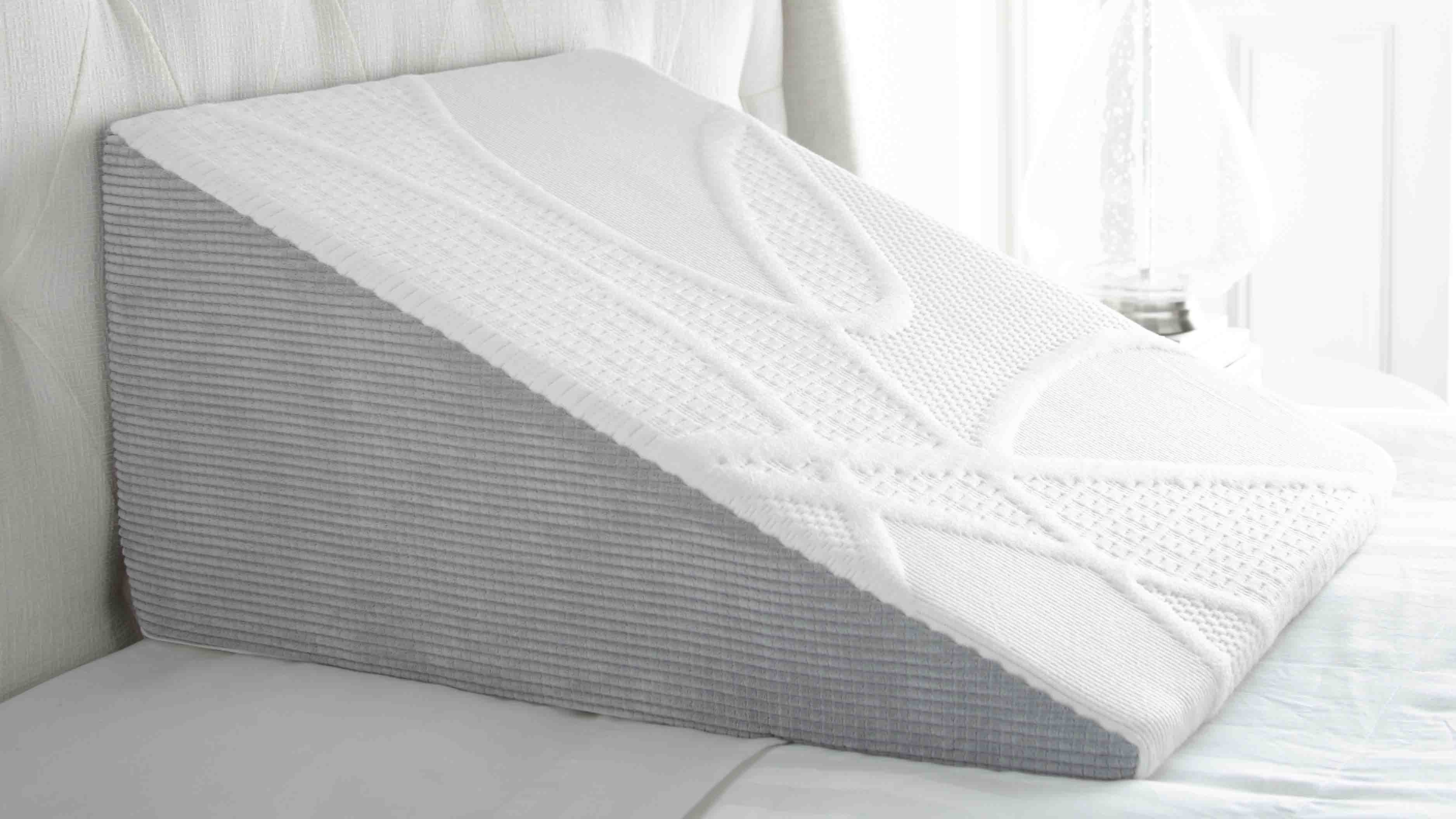 5 benefits of bed wedge pillows and how to use one perfect cloud