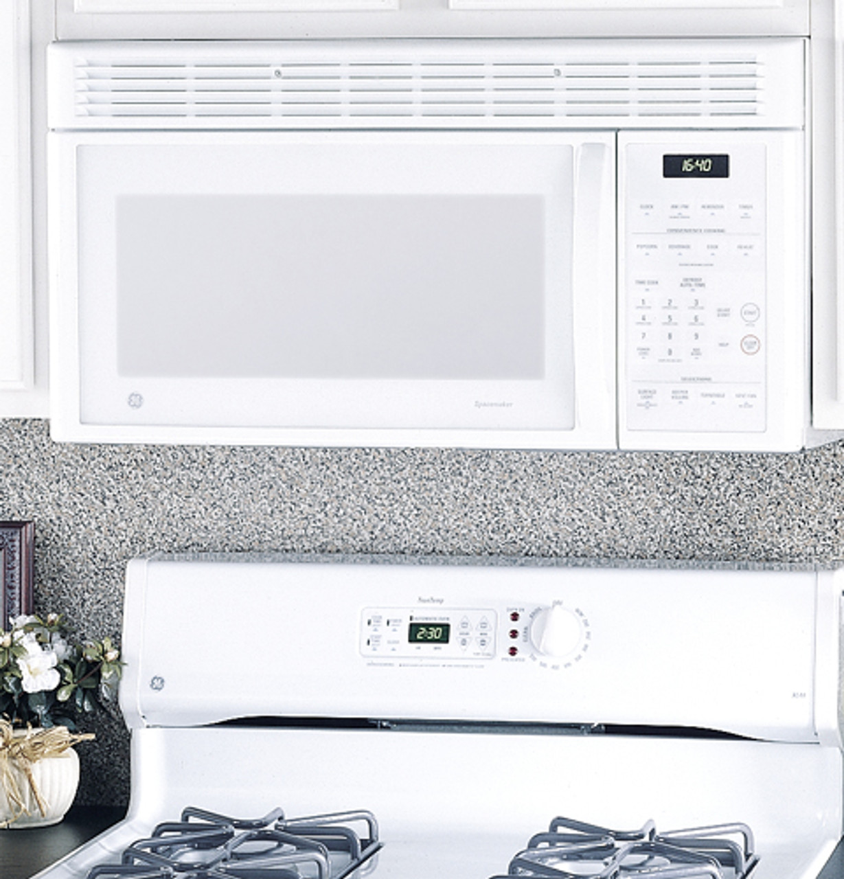 ge spacemaker xl1600 1 6 cu ft capacity 1000 watt microwave oven with outside venting jvm1640wb