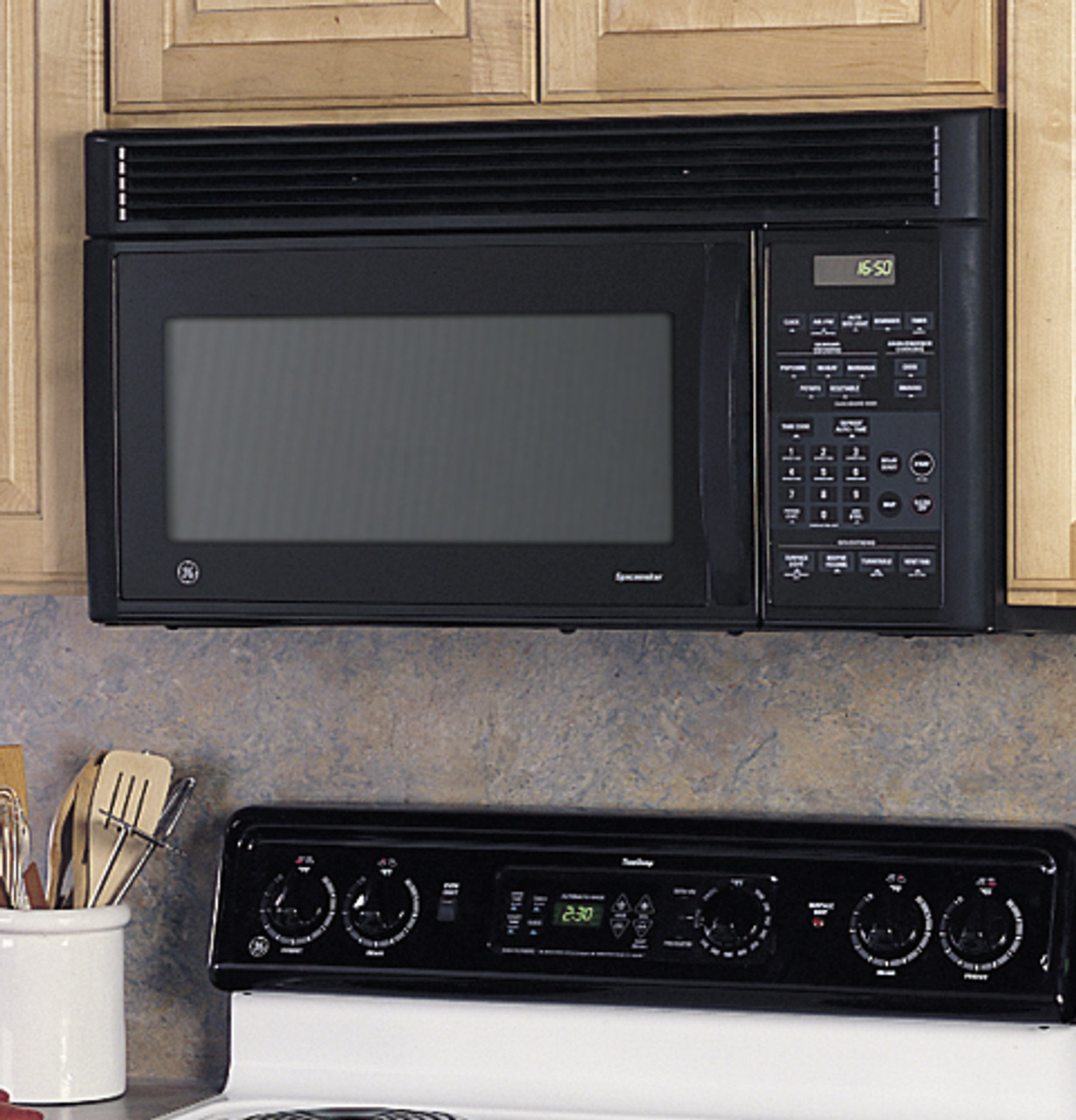 ge spacemaker xl1600 1 6 cu ft capacity 1000 watt microwave oven with outside venting jvm1650bb