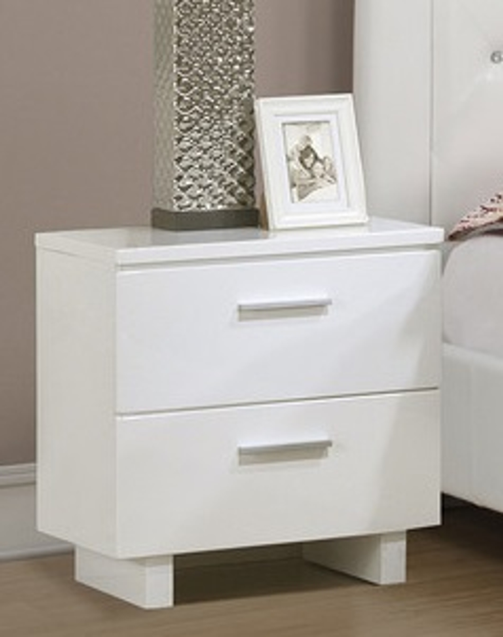 beatrice contemporary white color night stand