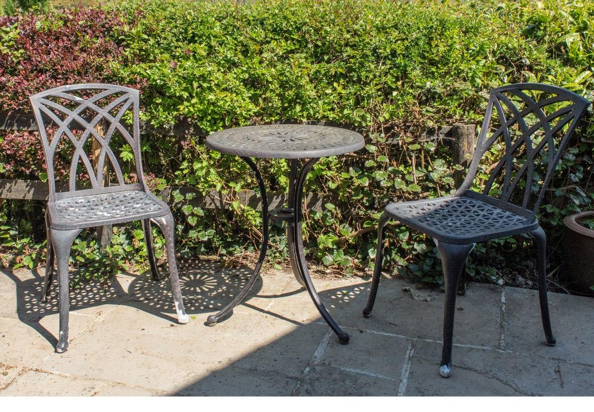 to spray paint metal garden furniture