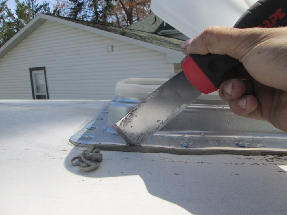 Trimming the excess putty
