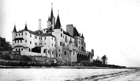 Beacon Towers is believed to have served as inspiration for Gatsby's mansion. The estate on the coast of Sands Point was demolished in April 2011.  Source: Wikipedia Commons