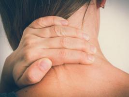Alivia el dolor de cuello por estrés con estos 7 consejos