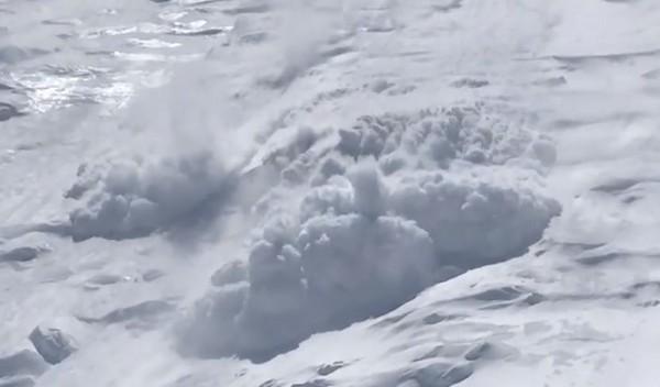 海拔5300公尺遇山崩...雪浪撲8人 陸續探出頭全倖存 | ETtoday新奇 | ETtoday新聞雲