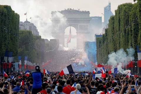 Así gritó, manoteó y se emocionó Macron en la final del Mundial