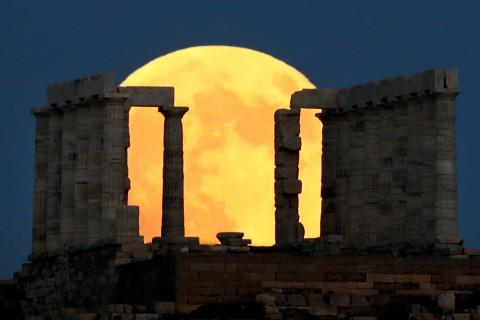 Así se vivió la 'luna de sangre' en Asia, África y Europa