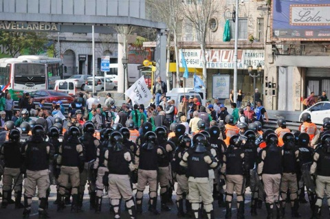 Trabajadores argentinos inician huelga de 36 horas en repudio a Macri