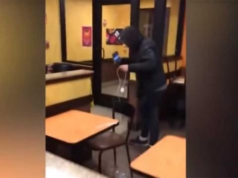 Despiden a empleados de Dunkin' Donuts que agredieron a indigente