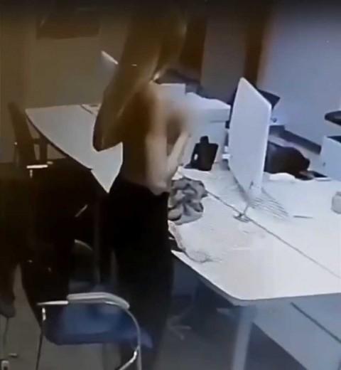 Hace 'striptease' a gerente de banco para conseguir préstamo
