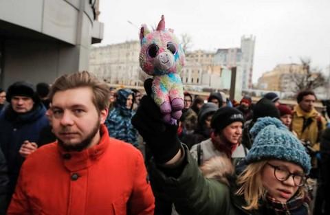 Miles protestan en Rusia para exigir libertad de presos políticos