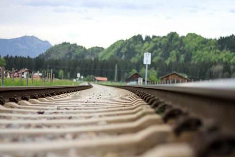 Pasajero ebrio exige que tren vaya más lento