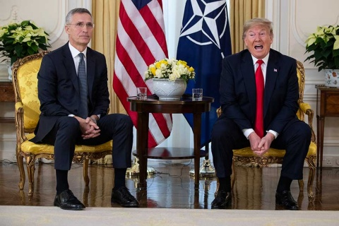 Trump enciende cumbre de la OTAN con ataque a Francia